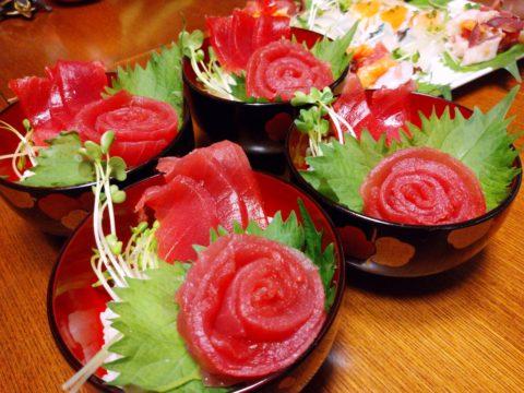 薔薇飾り鉄火丼